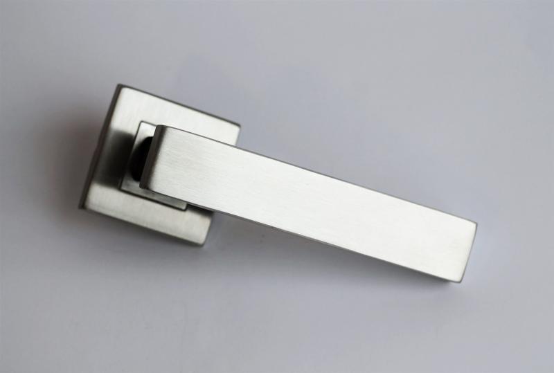 Ручка на розетке Metal-Bud ONYX
