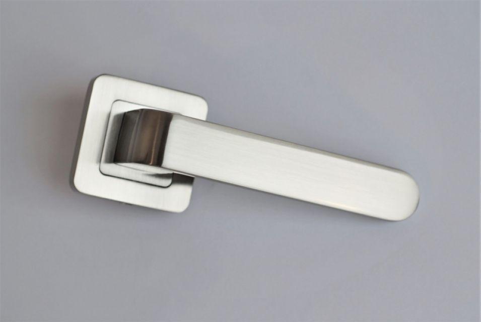 Ручка на розетке Metal-Bud RIO